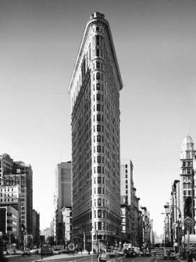 Flatiron Building, New York by Henri Silberman
