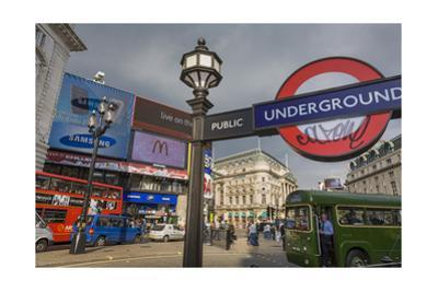 London Street Scene (City View with Traffic and Underground Sign)