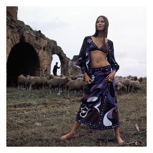 Vogue - April 1971 by Henry Clarke