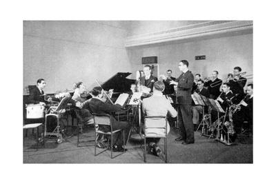 https://imgc.allpostersimages.com/img/posters/henry-hall-and-the-bbc-dance-orchestra-1935_u-L-PS2GVB0.jpg?p=0