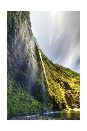 https://imgc.allpostersimages.com/img/posters/hiilawe-falls-on-the-big-island-of-hawaii_u-L-Q1CAQAI0.jpg?artPerspective=n