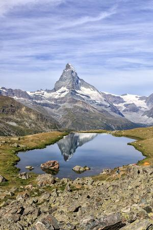 https://imgc.allpostersimages.com/img/posters/hikers-admire-the-matterhorn-reflected-in-lake-stellisee-swiss-alps_u-L-Q12SBYD0.jpg?p=0