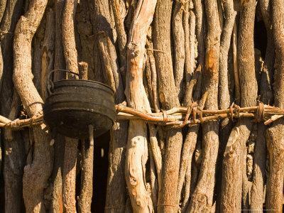 https://imgc.allpostersimages.com/img/posters/himba-tribe-hut-skeleton-coast-namibia_u-L-P587R80.jpg?p=0