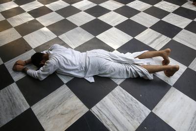 https://imgc.allpostersimages.com/img/posters/hindu-devotee-prostrating-at-krishna-balaram-temple-vrindavan-uttar-pradesh-india_u-L-Q1GYM750.jpg?artPerspective=n