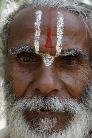 https://imgc.allpostersimages.com/img/posters/hindu-pilgrim-from-jharkand-wearing-the-trident-shaped-mark-worn-by-the-devotees-of-vishnu_u-L-Q1GYH7Y0.jpg?artPerspective=n