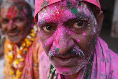 https://imgc.allpostersimages.com/img/posters/hindus-celebrating-holi-festival-dauji-uttar-pradesh-india_u-L-Q1GYL3E0.jpg?artPerspective=n