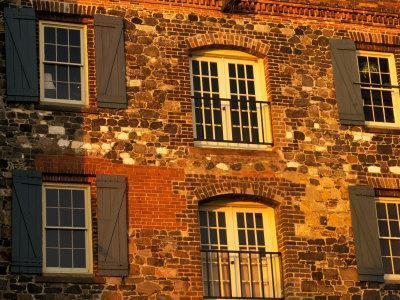 https://imgc.allpostersimages.com/img/posters/historic-building-along-river-street-savannah-georgia-usa_u-L-P42OF90.jpg?artPerspective=n