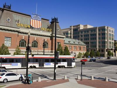 https://imgc.allpostersimages.com/img/posters/historic-union-station-and-light-rail-train-salt-lake-city-utah-usa_u-L-PFNG8W0.jpg?p=0