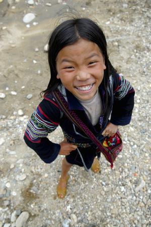 https://imgc.allpostersimages.com/img/posters/hmong-girl-sapa_u-L-Q1GYH750.jpg?artPerspective=n