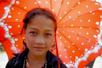 https://imgc.allpostersimages.com/img/posters/hmong-girl-sapa_u-L-Q1GYHD30.jpg?artPerspective=n