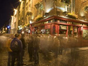 People Walking Past the Temple Bar at Night, Dublin by Holger Leue