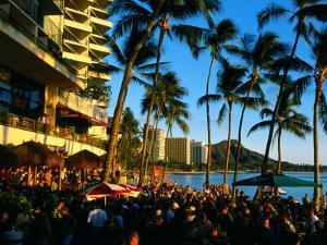 Pub at Waikiki Beach, Oahu, Hawaii by Holger Leue