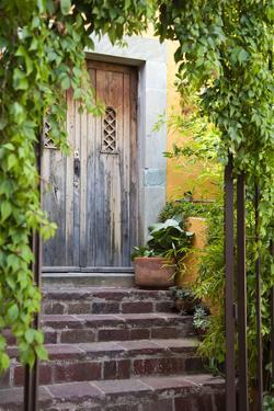 Mexico, Guanajuato, Doorway in Guanajuato by Hollice Looney