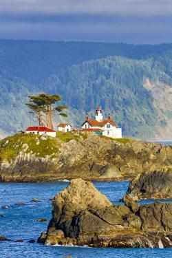 USA, California, Crescent City. Lighthouse and harbor by Hollice Looney