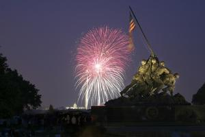 USA, Washington DC, DC, July 4 Fireworks Behind the Iwo Jima Memorial by Hollice Looney