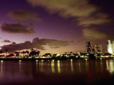 https://imgc.allpostersimages.com/img/posters/honolulu-hawaii_u-L-P3DWHZ0.jpg?p=0