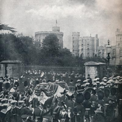 King Edward VII's hearse being drawn into the grounds of Windsor Castle, 1910 (1911)