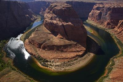 https://imgc.allpostersimages.com/img/posters/horseshoe-bend-1000-ft-drop-to-colorado-river_u-L-PU3F7C0.jpg?artPerspective=n