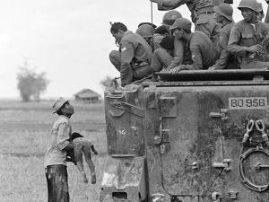Vietnam War Child Killed by Horst Faas