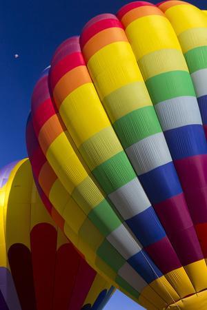 https://imgc.allpostersimages.com/img/posters/hot-air-balloon-closeup-albuquerque-new-mexico-usa_u-L-PN6PYG0.jpg?artPerspective=n