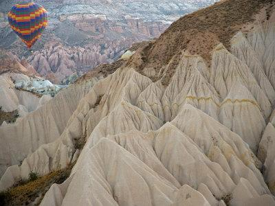 https://imgc.allpostersimages.com/img/posters/hot-air-balloon-view-of-the-landforms-of-cappadoccia-turkey_u-L-P2436D0.jpg?p=0