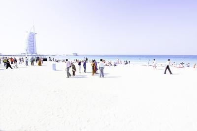 https://imgc.allpostersimages.com/img/posters/hotel-burj-al-arab-dubai_u-L-Q10VF9K0.jpg?p=0