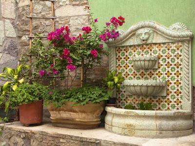 https://imgc.allpostersimages.com/img/posters/hotel-courtyard-guanajuato-mexico_u-L-PHAHQN0.jpg?p=0