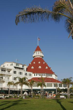 https://imgc.allpostersimages.com/img/posters/hotel-del-coronado-coronado-san-diego-california-usa_u-L-PN70BD0.jpg?p=0