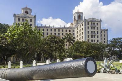 https://imgc.allpostersimages.com/img/posters/hotel-nacional-and-cannon-havana-cuba-west-indies-caribbean-central-america_u-L-PQ8Q4Z0.jpg?p=0