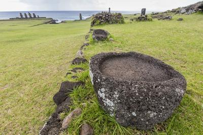 https://imgc.allpostersimages.com/img/posters/house-foundation-and-seven-moai-in-the-tahai-archaeological-zone_u-L-PQ8TFZ0.jpg?p=0