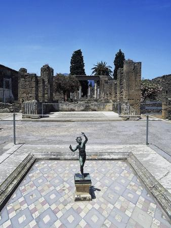 https://imgc.allpostersimages.com/img/posters/house-of-faun-main-lobby-pompeii_u-L-PPBQ420.jpg?p=0
