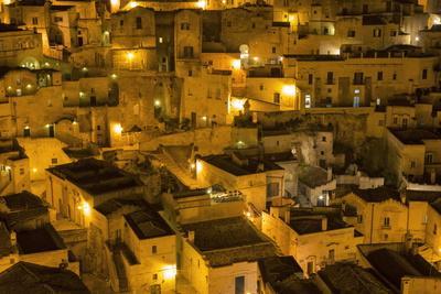 https://imgc.allpostersimages.com/img/posters/houses-at-night-in-the-sassi-area-of-matera-basilicata-italy-europe_u-L-PQ8RCN0.jpg?p=0
