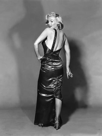 https://imgc.allpostersimages.com/img/posters/how-to-marry-a-millionaire-1953-directed-by-jean-negulesco-maeilyn-monroe-b-w-photo_u-L-Q1C3SN10.jpg?artPerspective=n