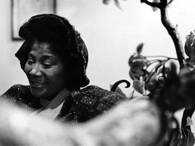 Mahalia Jackson by Howard Simmons