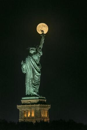 Statue of Liberty by Hua Zhu