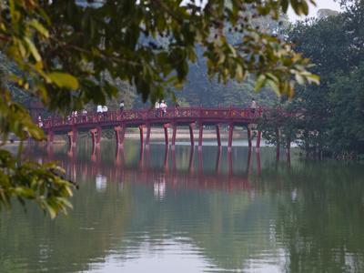 https://imgc.allpostersimages.com/img/posters/huc-bridge-over-haan-kiem-lake-vietnam_u-L-PHAN550.jpg?p=0