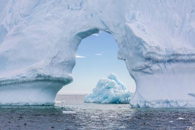 https://imgc.allpostersimages.com/img/posters/huge-arched-iceberg-near-petermann-island_u-L-PNFYSD0.jpg?artPerspective=n