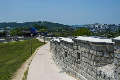 https://imgc.allpostersimages.com/img/posters/huge-stone-walls-around-the-fortress-of-suwon-unesco-world-heritage-site-south-korea-asia_u-L-PQ8NPZ0.jpg?p=0