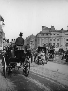 Hansom Cabs by Hulton Archive