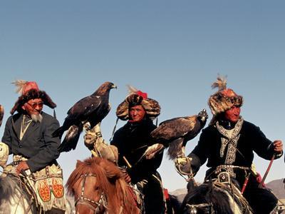 https://imgc.allpostersimages.com/img/posters/hunters-from-sagsai-sum-bechik-tek-and-khalbek-golden-eagle-festival-mongolia_u-L-P2414B0.jpg?artPerspective=n
