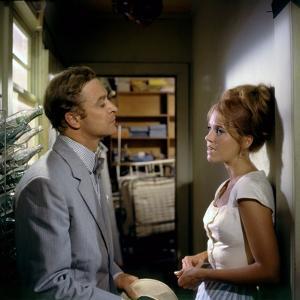 HURRY SUNDOWN, 1967 directed by OTTO PREMINGER Michael Caine and Jane Fonda (photo)