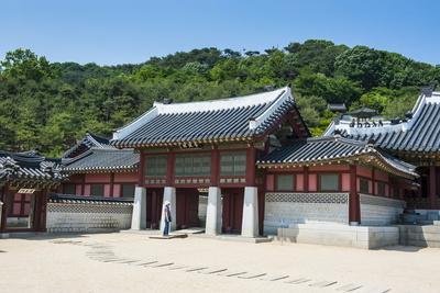 https://imgc.allpostersimages.com/img/posters/hwaseong-haenggung-palace-unesco-world-heritage-site-fortress-of-suwon-south-korea-asia_u-L-PQ8SFB0.jpg?p=0