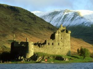 Kilchurn Castle, Argyll, Scotland by Iain Sarjeant