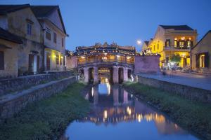 Japanese Bridge at Dusk, Hoi an (Unesco World Heritage Site), Quang Ham, Vietnam by Ian Trower