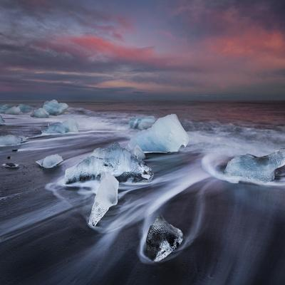 https://imgc.allpostersimages.com/img/posters/ice-chunks-on-the-beach-next-to-glacial-river-lagoon-jshkuls-rlon-lake-east-iceland-iceland_u-L-Q11YPUF0.jpg?p=0