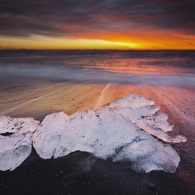 https://imgc.allpostersimages.com/img/posters/ice-chunks-on-the-beach-next-to-glacial-river-lagoon-jshkuls-rlon-lake-east-iceland-iceland_u-L-Q11YRZ80.jpg?p=0