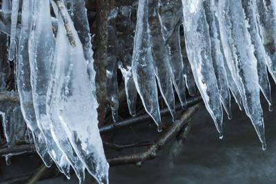 https://imgc.allpostersimages.com/img/posters/ice-cicles-over-beaver-dam_u-L-Q1CQQ050.jpg?artPerspective=n