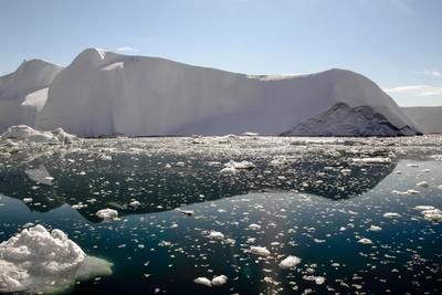 https://imgc.allpostersimages.com/img/posters/iceberg-and-pieces-of-ice-in-greenland_u-L-Q10VHQR0.jpg?p=0