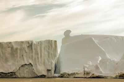 https://imgc.allpostersimages.com/img/posters/iceberg-in-greenland_u-L-Q10VES70.jpg?p=0