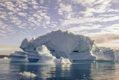 https://imgc.allpostersimages.com/img/posters/iceberg-in-greenland_u-L-Q10VHM90.jpg?p=0